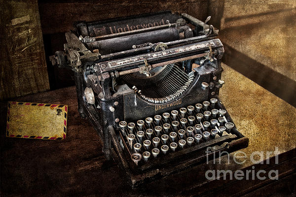 Underwood Typewriter Print by Susan Candelario