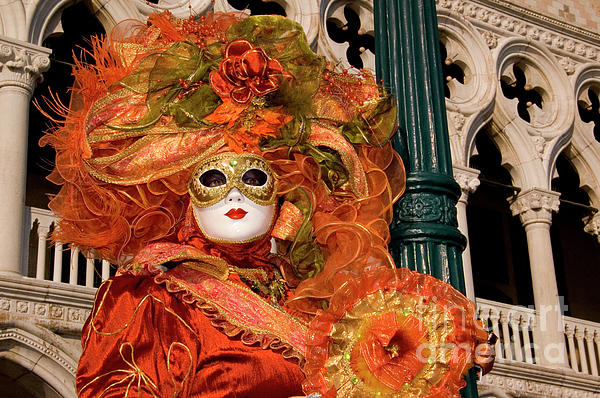 venice-carnival-mask-italy-amos-gal.jpg