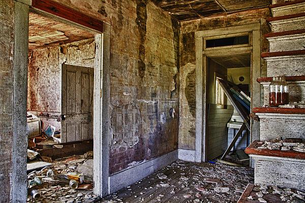 Virginia Interior Ruins Print by Greg Molesworth
