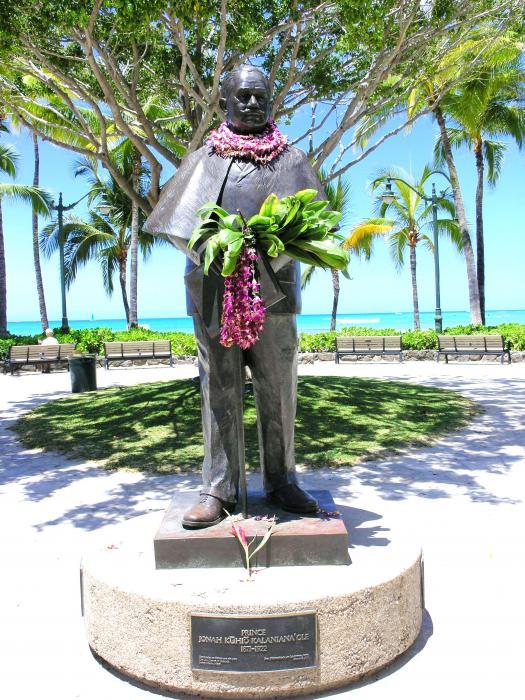 Waikiki Statue - Prince Kuhio Print by Mary Deal