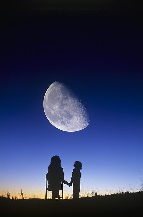 Waning Gibbous Moon Print by David Nunuk