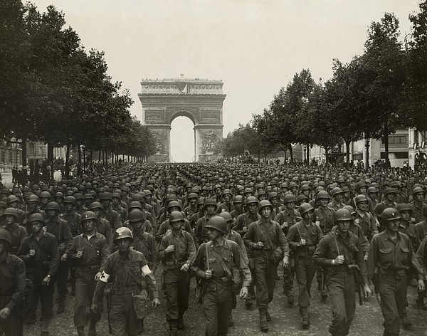 World War II. The Liberation Of Paris Print by Everett