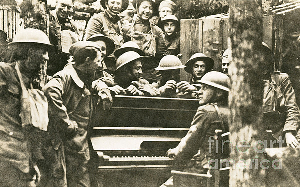 Yankee Soldiers Around A Piano Print by Photo Researchers