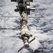 Technical Photo Prints -  International Space Station Print by Anonymous