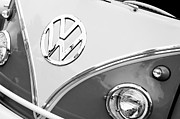 1960 Photo Metal Prints - 1960 Volkswagen VW 23 Window Microbus Emblem Metal Print by Jill Reger