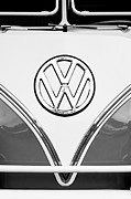 Vintage Cars Art - 1964 Volkswagen VW Samba 21 Window Bus Emblem by Jill Reger