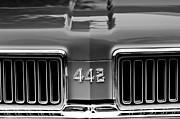 Oldsmobile Photos - 1970 Oldsmobile 442 Grille Emblem by Jill Reger