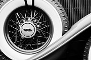 Lincoln Photos Prints - Lincoln Spare Tire Emblem Print by Jill Reger