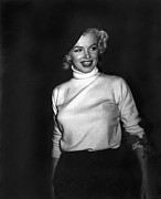 Marilyn Photos - Marilyn Monroe In Korea by Underwood Archives