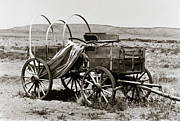 Conestoga Wagon Photos - Old Conestoga Wagon by Robert Estes