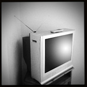 Dated Photo Prints - Old television Print by Les Cunliffe