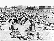 York Beach Metal Prints - Orchard Beach In The Bronx Metal Print by Underwood Archives