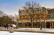Niagara Carriage Prints - Prince of Wales Hotel in Niagara On The Lake Print by Les Palenik