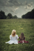 Embrace Photos - Sisters by Joana Kruse