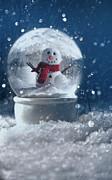 Sandra Cunningham - Snow globe in a snowy winter scene