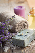 Mythja  Photography - Spa with lavender and towel
