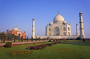 Uttar Pradesh Prints - Taj Mahal Print by Robert Preston