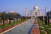 Uttar Pradesh Prints - The Taj Mahal India Print by Robert Preston