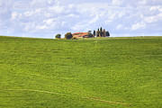 Farm House Photos - Val dOrcia by Joana Kruse