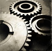 Gearing Photo Framed Prints - Cogs Framed Print by Les Cunliffe