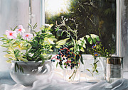 Interior Still Life Paintings - Bacche Blu E Fiori Di Vetro by Danka Weitzen