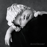 Black-and-white Prints - Lochie 3 weeks Print by Anne Geddes