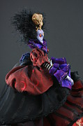 Featured Sculptures - Mad Queen by Judy Henninger