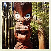 Wooden Sculpture Art - Maori carving by Les Cunliffe