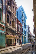 Shabby Photos - Streets of Havana by Erik Brede