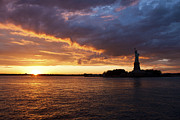 Glorious Sunset Over New York Print by Shishir Sathe