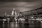 London Skyline Art - St Pauls and the Millennium Bridge by Ian Hufton