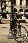 RicardMN Photography - A bicycle at Plaza Real