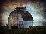 Barn Digital Art - A Kalona Barn by Cassie Peters