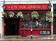 Pubs Prints - A Rainy Day In London Print by Mel Steinhauer
