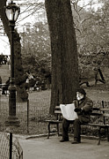 Beret Prints - An artist in Central Park Print by RicardMN Photography