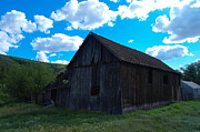 Old Barns Photo Prints - An Old Barn Near Pomery Wa Print by Jeff  Swan