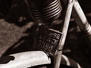 Xueling Zou - An Old Rusty Bicycle