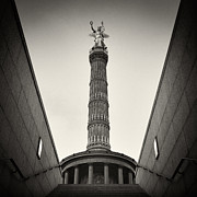 Analog Prints - Analog Photography - Berlin Victory Column Print by Alexander Voss