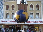 Or Prints - Atlantic City - Ripleys Believe It Or Not - 01139 Print by DC Photographer