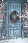 Sandra Cunninghamwith barn door and wreath - Barn door and wreath/Digital painting