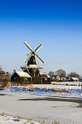 Patricia Hofmeester - Beautiful old Dutch woodmill of 1903 in winter