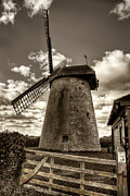 Nigel Hamer - Bembridge Windmill bw