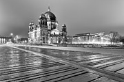Architektur Metal Prints - Berlin 3972 black and white Metal Print by Steffen Schnur