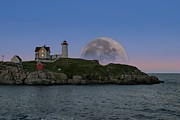 Jeff Folger - Big moon over Nubble...
