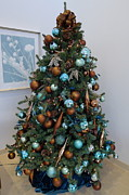 Holiday Art Work Art - Blue and Gold Xmas Tree by Richard Reeve