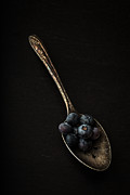 Edward Fielding - Blueberries on silver spoon