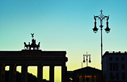Berlin Mixed Media Prints - Brandenburg Gate Print by Gynt