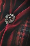 Sandra Cunningham - Brooch with red velvet and green plaid