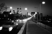 Old Photos Prints - Brooklyn Bridge and Manhattan skyline at dusk 1980s Print by Gary Eason