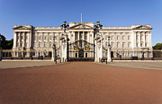 Buckingham Palace Photos - Buckingham Palace London by Robert Preston